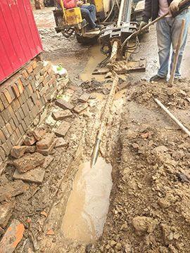 探测地下管线的非开挖钻机施工